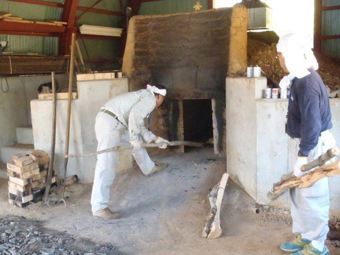 白炭塾:炭材の立て込み
